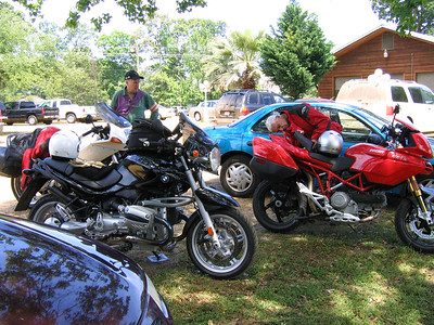 Steve and Randy at the lunch stop on the Piney Woods ride in 2005. 250 miles down, 250 miles to go!
