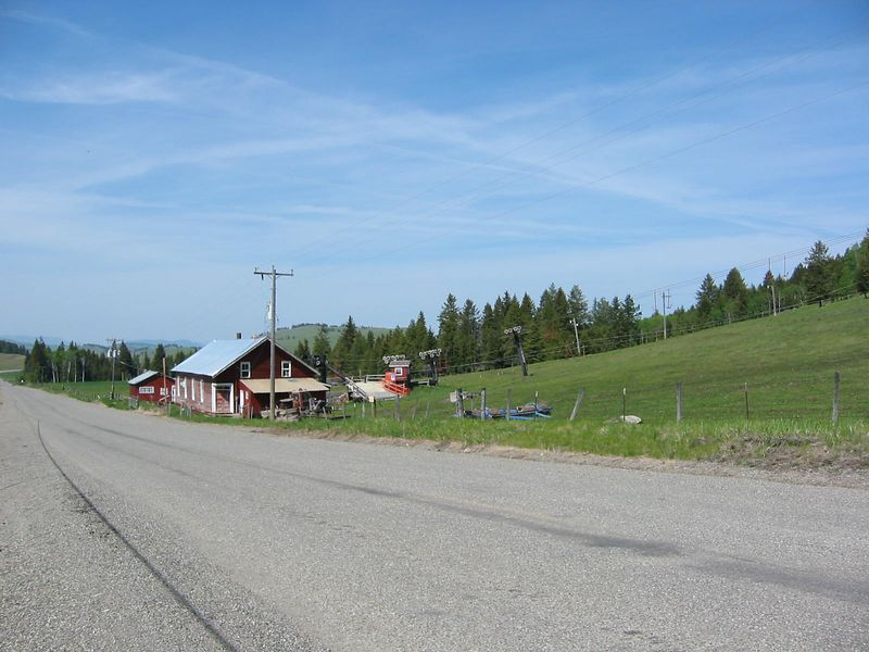 Small ski area SW of Chesaw near Havillah is used as pasture during the off-season. The elevation here made for pleasant riding compared to the heat of the Okanagan Valley below.