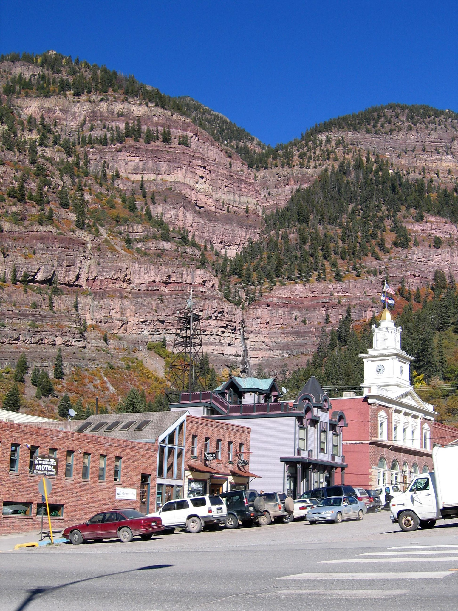 "... to Ouray.  I had noticed a nice little motel right on the main drag in the middle of town that ""had possibilities...."""