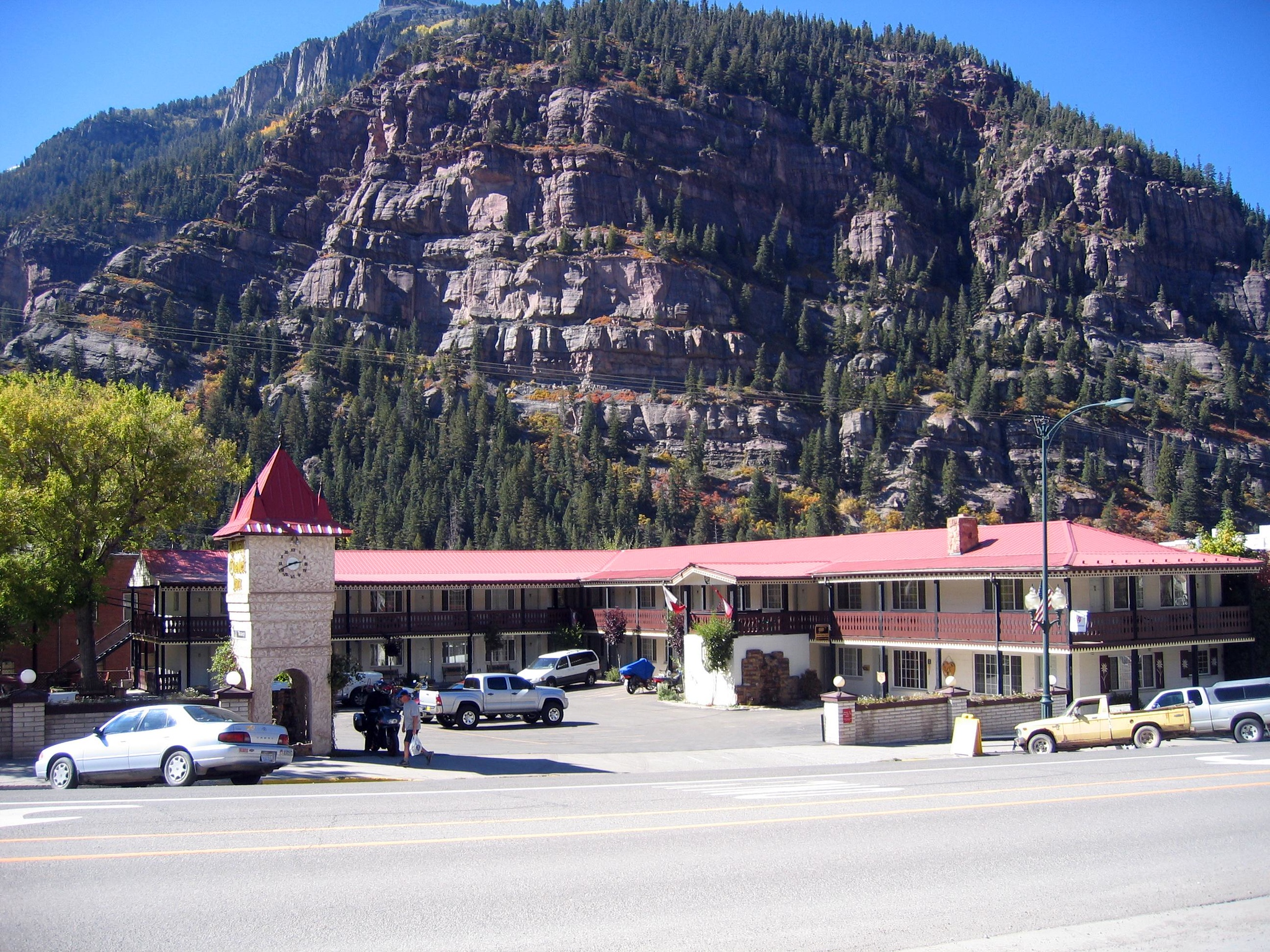 ... so I called them from Grand Junction and voila, there was room at the inn.  The Ouray Chalet Inn, to be exact.  <br /> <br /> We liked it so much we stayed two nights.
