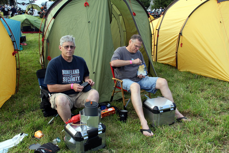 Redverz tent row