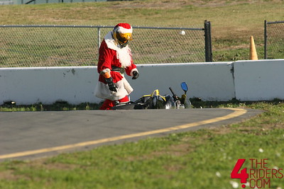 santa totally binned it in T2 at infineon during a trackday.  rudolph wasn't pleased.