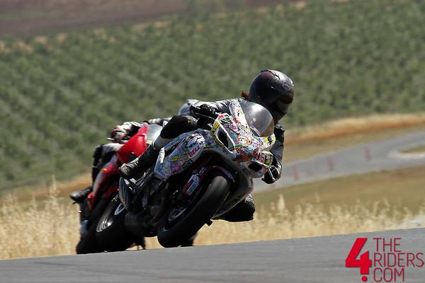 http://www.seppes.com/Motorcycles/Trackdays/Random-Shots-2015/i-NtkQNnp/0/M/4TR_9893-M.jpg