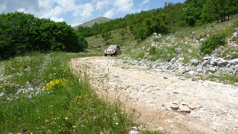 the 4x4  - 2CV on the way back of Panoramic view