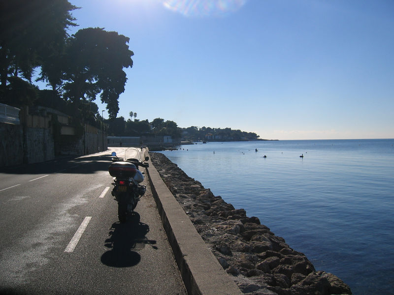 Heading south on the west side of the Cap d'Antibes.