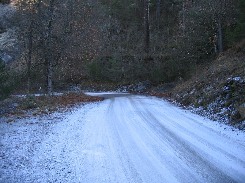 The frozen road ahead. Just what you need on a 250Kg motorbike down a steep hill. This road is dangerous at the best of times, as it has deep ravines and drops, but no crash barriers :-O