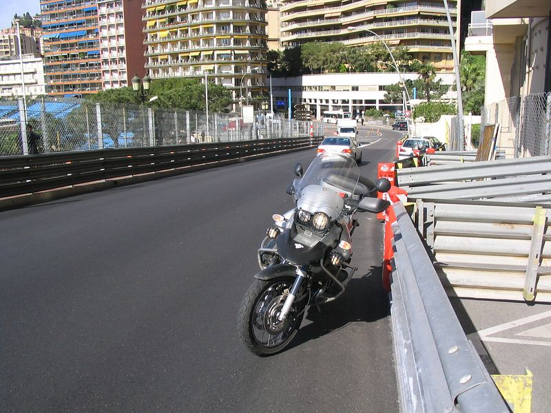 Monaco GP circuit 6th May 2004 - Coming up the hill from Ste Devote towards the Casino.