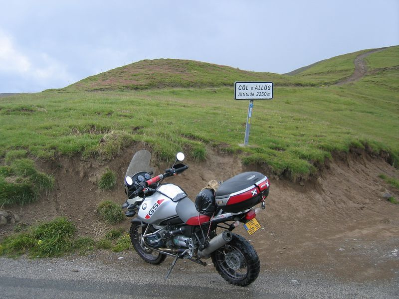 Made it through the rain. The descent on the north side was a bit slippery though :-O