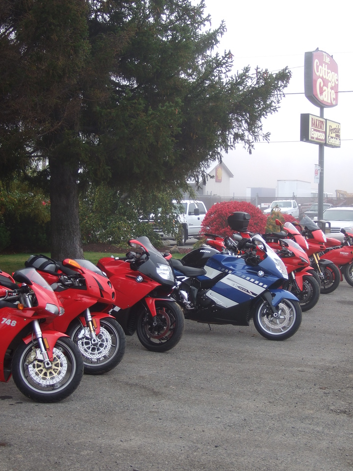 <b>Breakfast in Cle Elum</b><br>Can you spot the odd bike out?