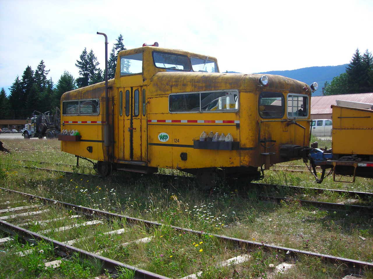 A crew bus on the logging railroad at Woss