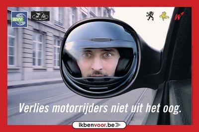 """""""Verlies motorrijders niet uit het oog"""" Een campagne van veiliger verkeer in België op 11/04/05 (www.ikbenvoor.be)."""