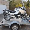 """BMW R1200RT bevestigd op de aanhangwagen met wielklemmen van  <a href=""""http://www.bandenboetiek.be"""">http://www.bandenboetiek.be</a> en zelfoprollende spanriemen van  <a href=""""http://www.dtect-is.be"""">http://www.dtect-is.be</a>"""