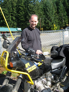 Jeff admires a truly great specimen of the BMW R100GS.