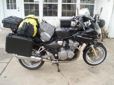 January 27, 2010: The new Seahorse SE720 side cases are packed and secured. Time to ride to College Station.