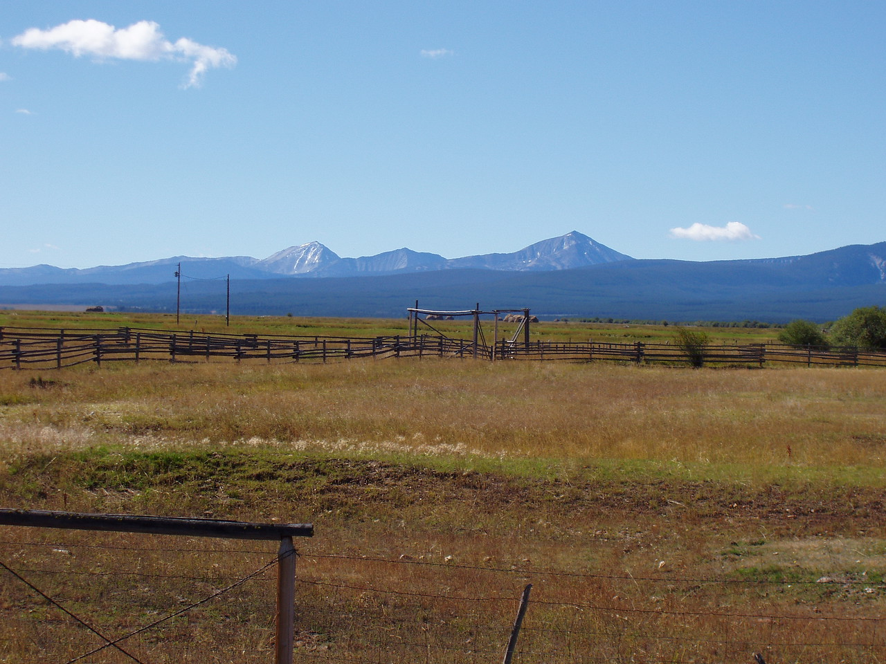 And south from the same place.  I think its the Beaverhead and Bitteroot mountains