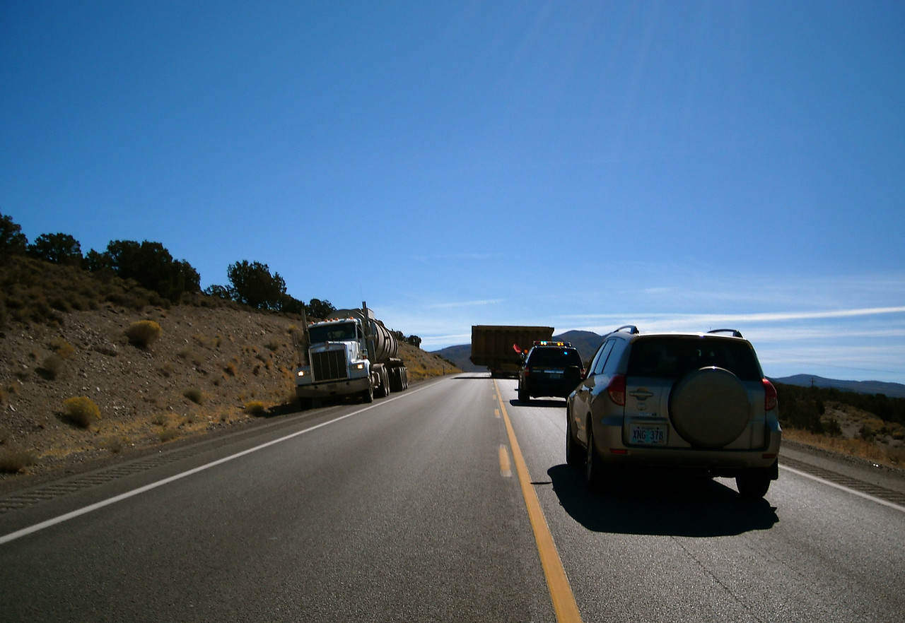 Two hour delay behind convoy of mining equipment: Carlin-Eureka, NV
