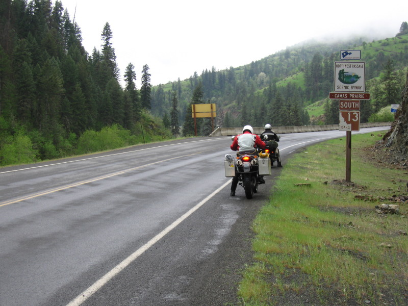 Route 13 in Idaho offerend some fantastic twisties. Here we are waiting for the unpassable traffic to get ahead so we wont have to creep on behind them.