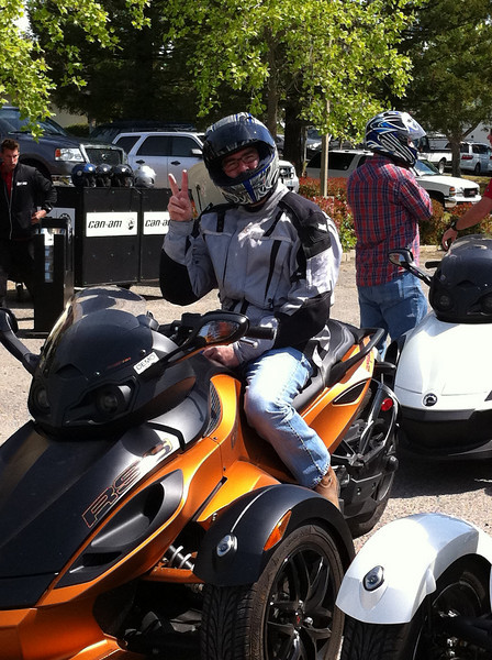 Quick test ride on the Can Am Spyder. It doesn't lean enough for my taste. Like riding a quad on the street.