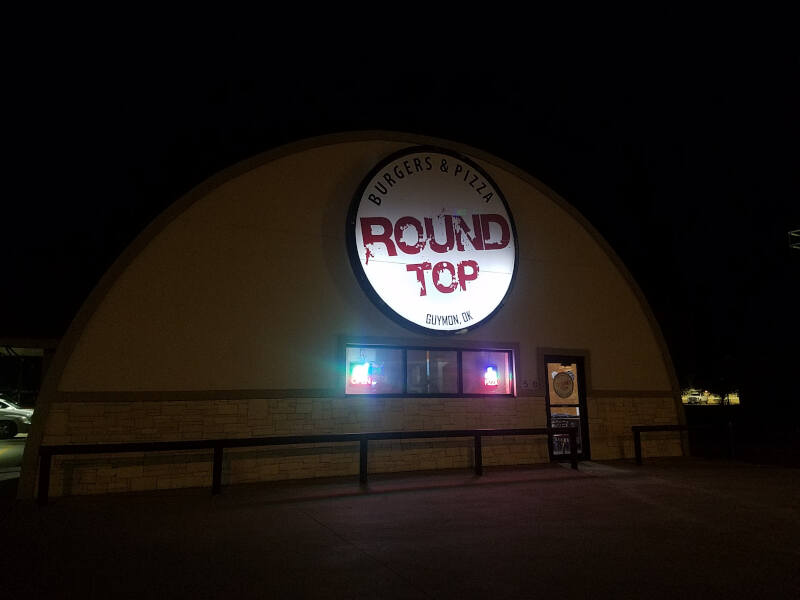 Round Top Burgers & Pizza