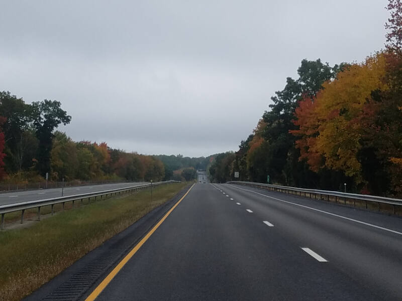 fall color on I-395 in CT