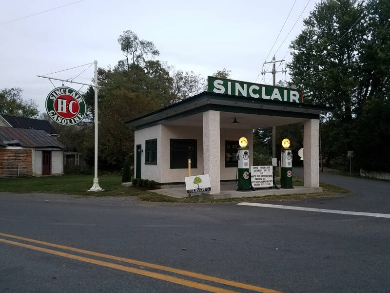 classic Sinclair station