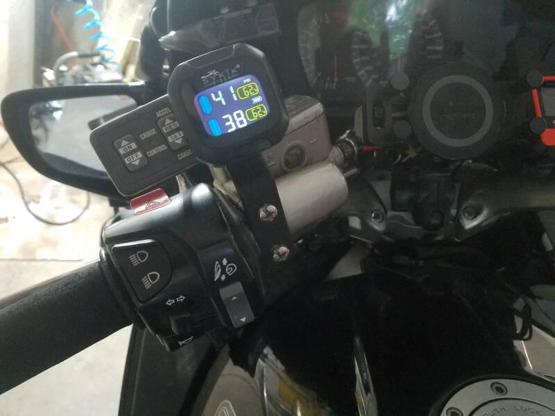 mounted Sykick TPMS monitor