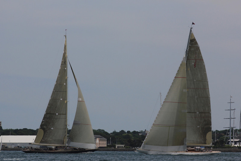 Velshdea (l) and Ranger (r) at the start