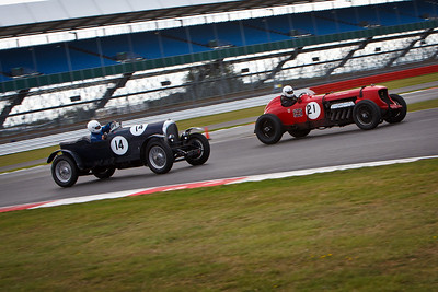 Chris Williams in his 24 litre Napier Bentley (21), races Jock Mackinnon in his 1924 Bentley 3 litre (14).
