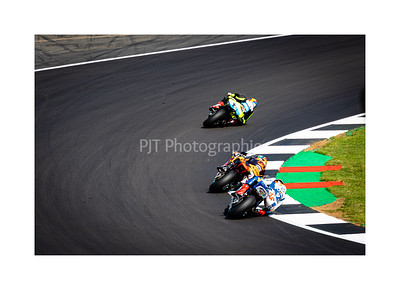 Close racing in Moto2