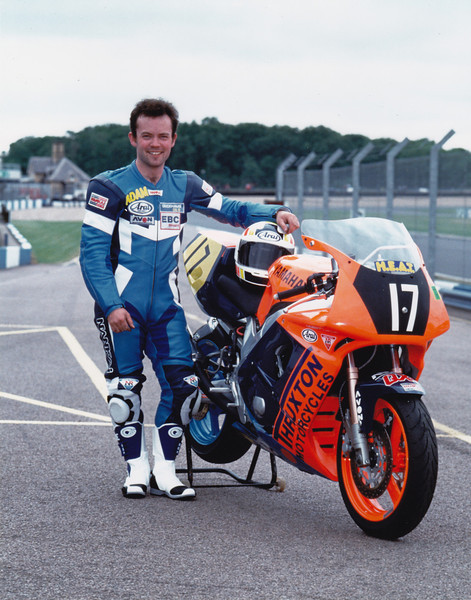 1994 British Supersport Championship. Thruxton Motorcycles Yamaha FZR00R