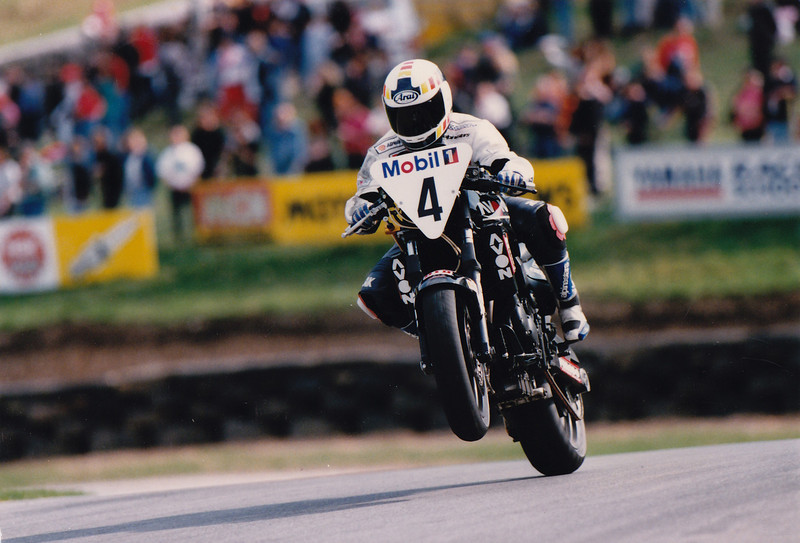 Mobil 1 Triumph Speed Triple Challenge. Cadwell Park 1996. Neil Young Motorcycles