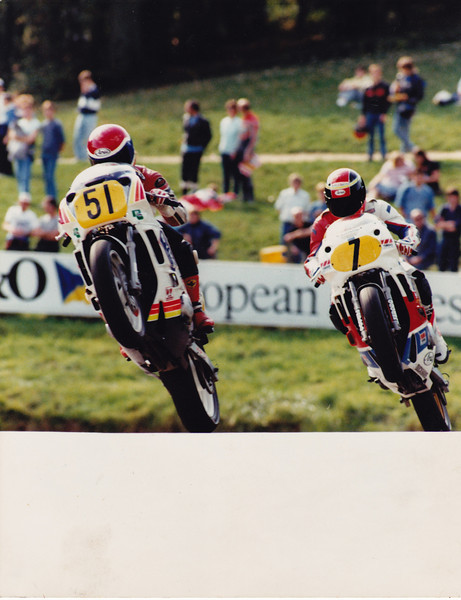 Over the mountain at Cadwell Park in 1989 with soon to be crowned British Supersport Champion Paul Brookes #7. Dymo Yamaha FZR600