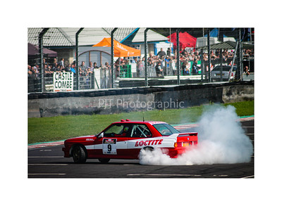 BMW M3 E30 burning rubber