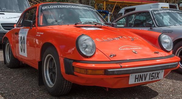 Car 30: John Lloyd / Adrian Cavenagh, Porsche 911