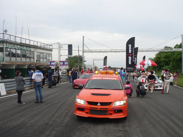 The grid at race start behind the safey car