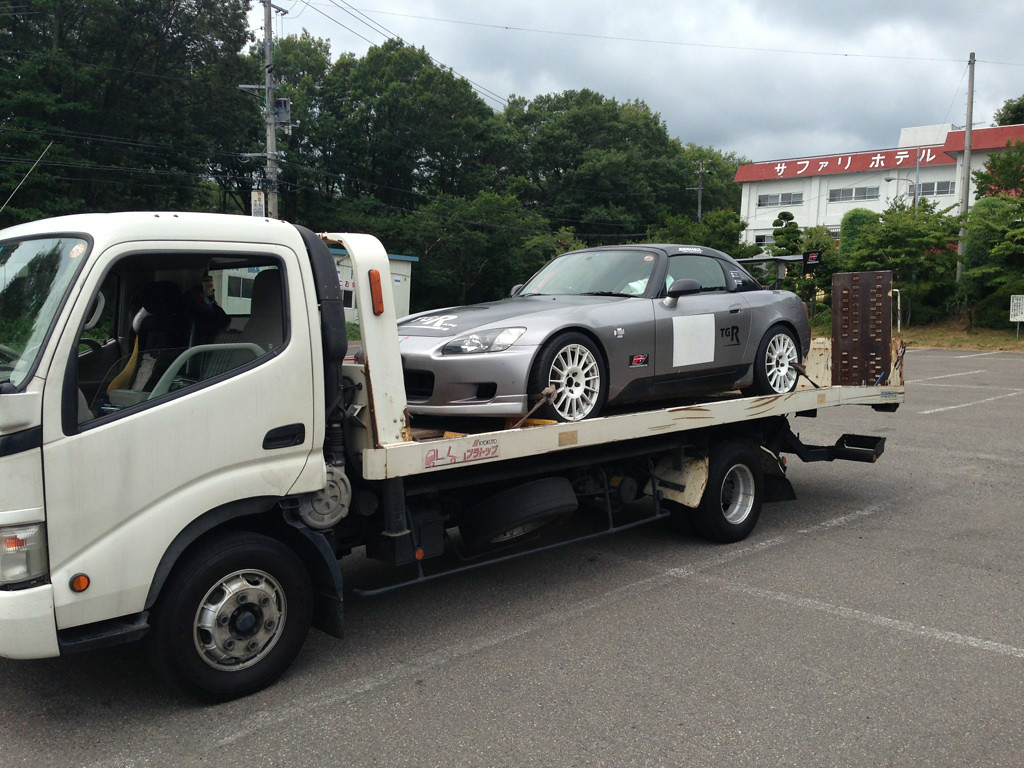 Car arrives at track: pic courtesy of Brian