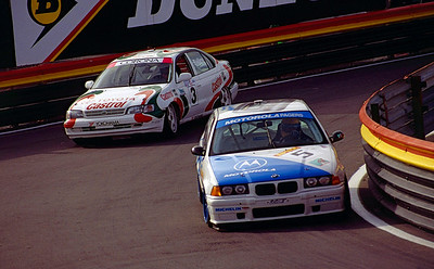 Tim Harvey (Motorola Pagers Racing BMW) leads Julian Bailey (Castrol Toyota)
