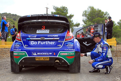 Mikka Antilla checks tyre pressures on Jari-Matti Latvala's,Ford Fiesta RS WRC, Qualifying stage.