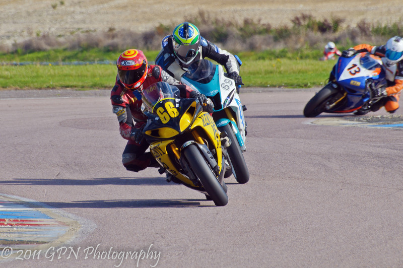 Roo Cotton (Yamaha R1 1000) leads Mark Compton (Reaper 1000) and Phil Bevan (Yamaha R1 1000)