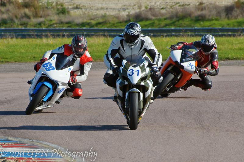 Colin Wilson (Suzuki GSX-R600) leads Mike Lines (Honda CBR 600 RR) and Michael Loch (Yamaha R6 600)