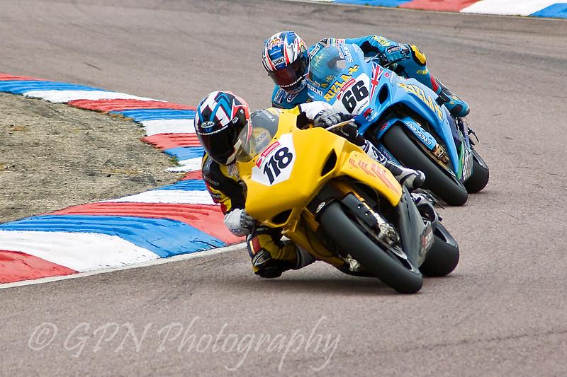 Dean Ellison - Co-ordit Racing Yamaha leads Tom Sykes - Rizla Suzuki