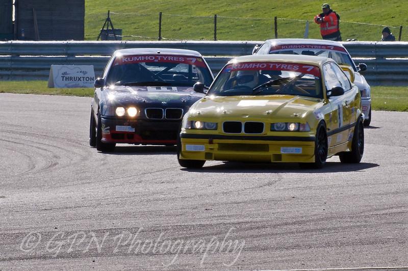 James Webb (BMW E36) leads David Kempton (BMW E36 M3) & Colin Wells (BMW M3) - Kumho BMW Championship