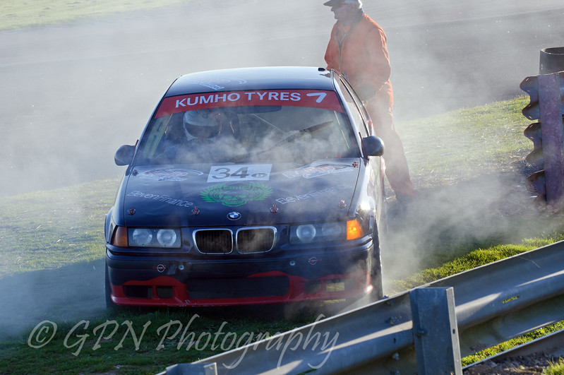 Mark Astall (BMW Compact) retiring from the race - Kumho BMW Championship