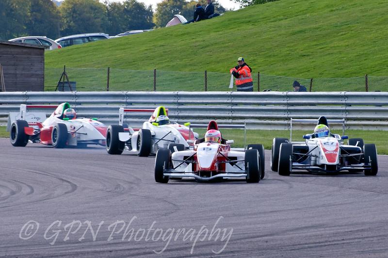 Alice Powell (Hillspeed) leads Luke Wright (SWB Motorsport), Mitchell Hale (Fortec Motorsport) & Josh Webster (Welch Motorsport) - Protyre Formula Renault BARC Championship