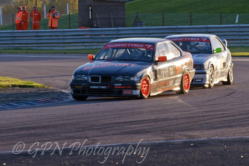Stephan Lanfermeijer (BMW 318is) leads Paul Bellamy (BMW 318is) - Kumho BMW Championship