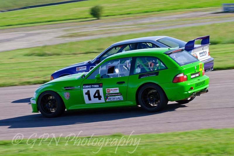 Adrian Gilbert (BMW E36 M3) tries to go around Edin Sadig (BMW Z3M Coupe) - Kumho BMW Championship