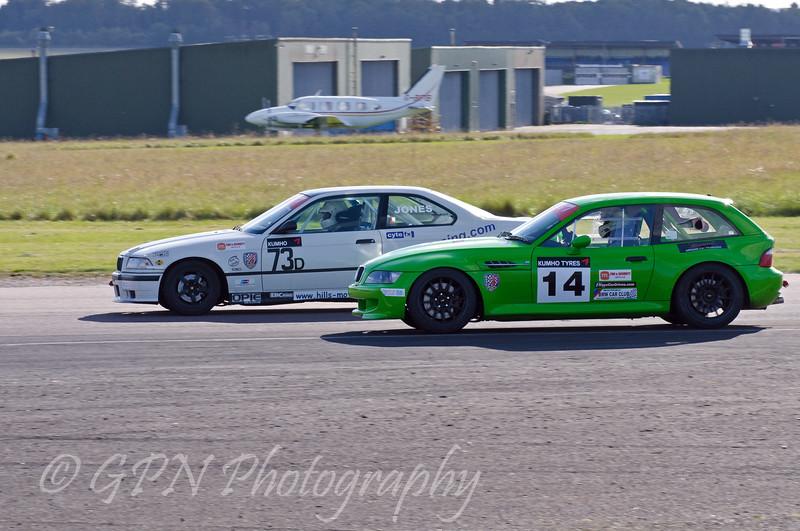 John Jones (BMW 318is) leads Edin Sadig (BMW Z3M Coupe) - Kumho BMW Championship