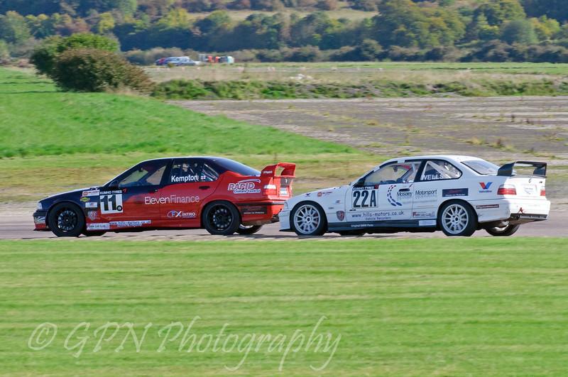 David Kempton (BMW E36 M3) leads Colin Wells (BMW M3) - Kumho BMW Championship