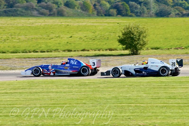 Jack Piper (Welch Motorsport) leads Andrew Jarman (SWB Motorsport) - Protyre Formula Renault BARC Championship