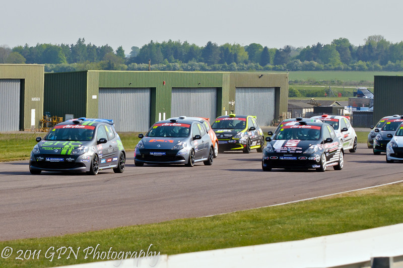 Aron Smith leads the field at the start of the race - Renault Clio Cup UK